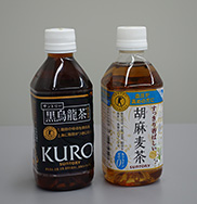 Suntory beverage bottles that use PET resins made with GS Catalyst®